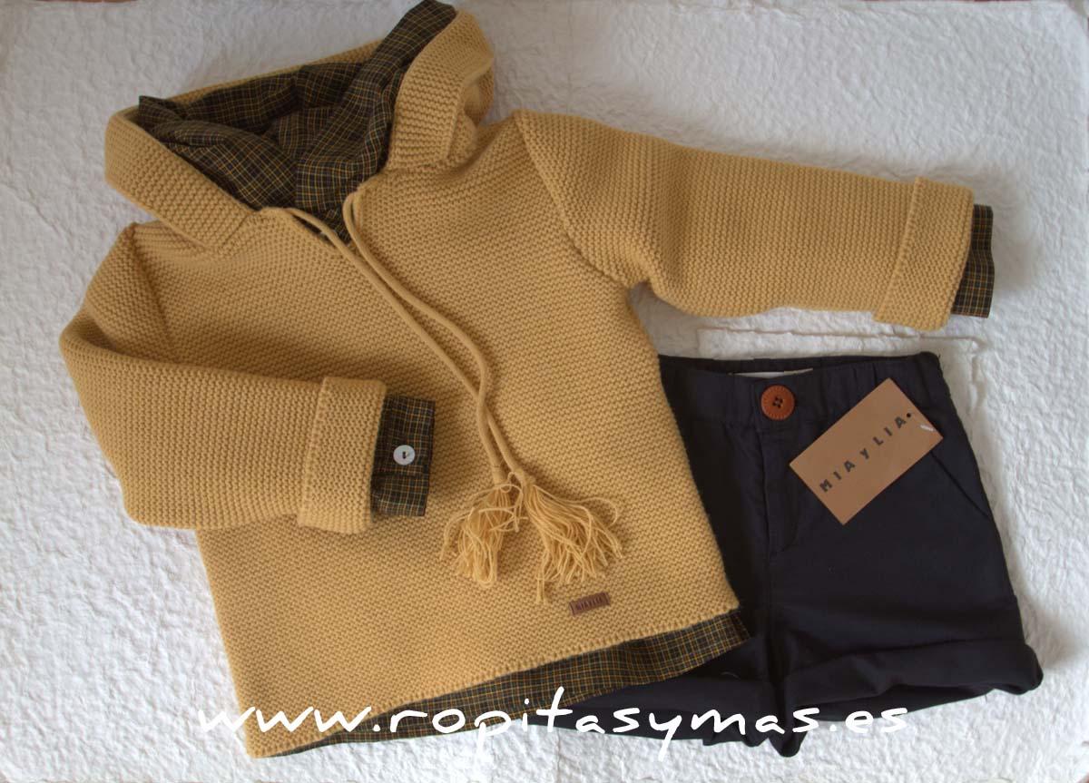 Camisa marrón y capucha de MIA Y LIA