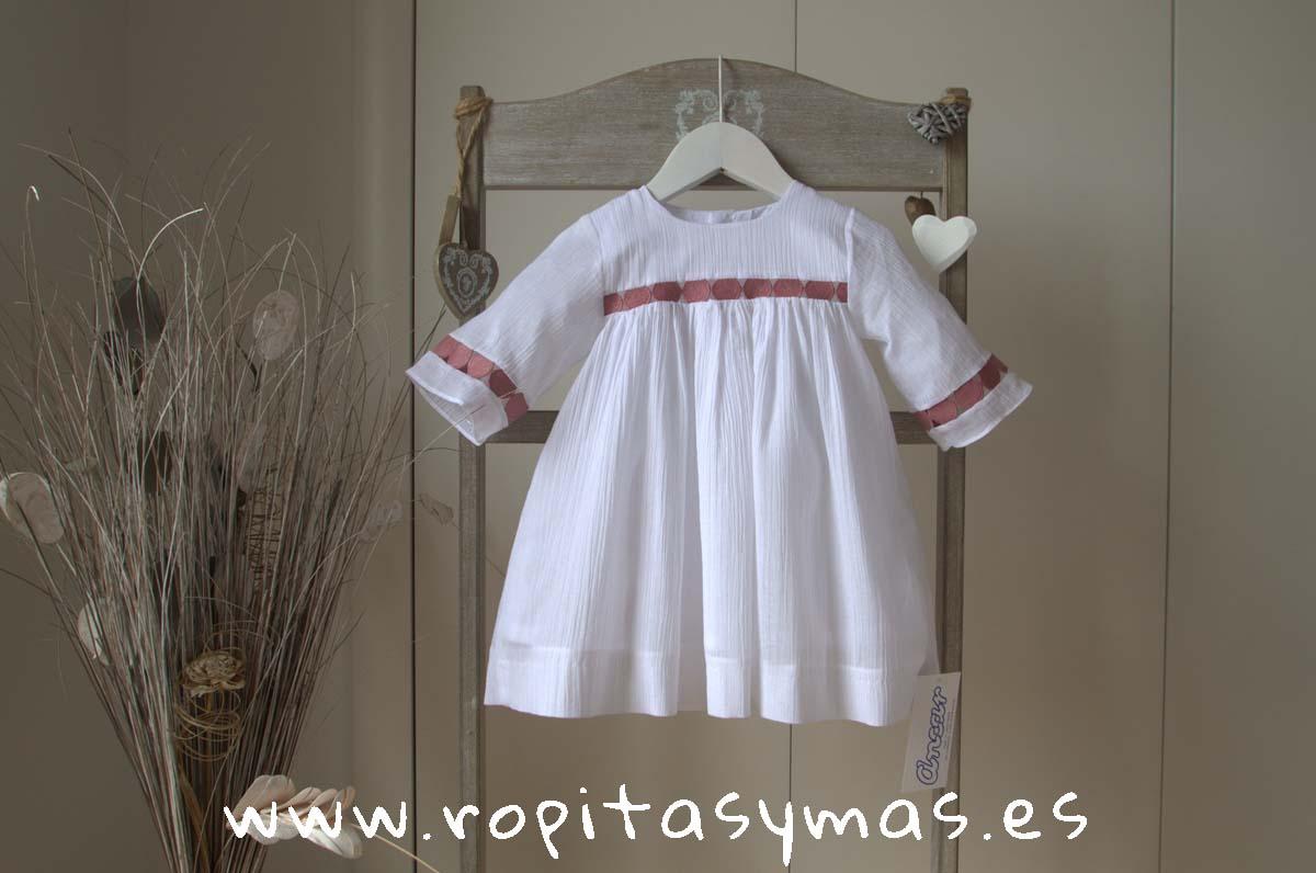 Vestido blanco y fresa de ANCAR