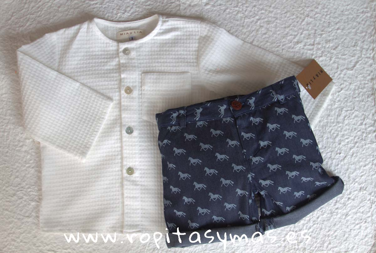 Camisa BLANCO ROTO y Pantalón CABALLOS de MIA Y LIA