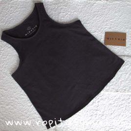 Camiseta deportiva básica NEGRA de MIA Y LIA, verano 2020