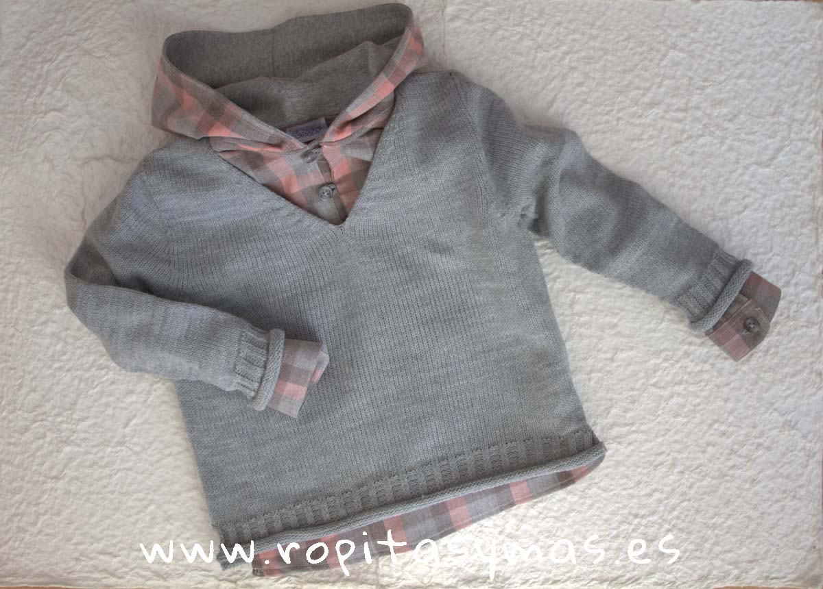 Jersey pico gris jaspeado y Camisa capucha cuadros grises y rosas de Ancar