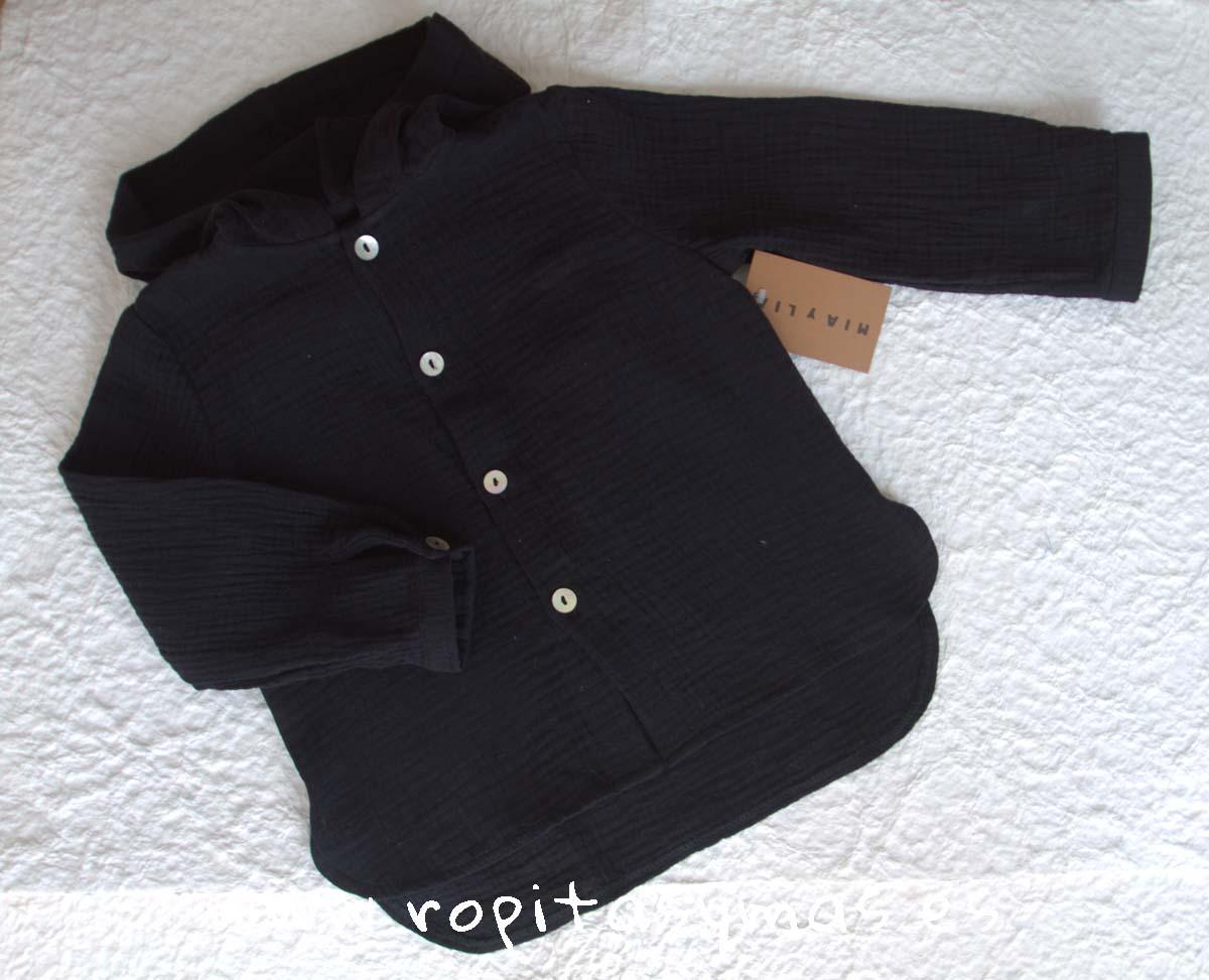 Camisa capucha bambula negra de MIA Y LIA