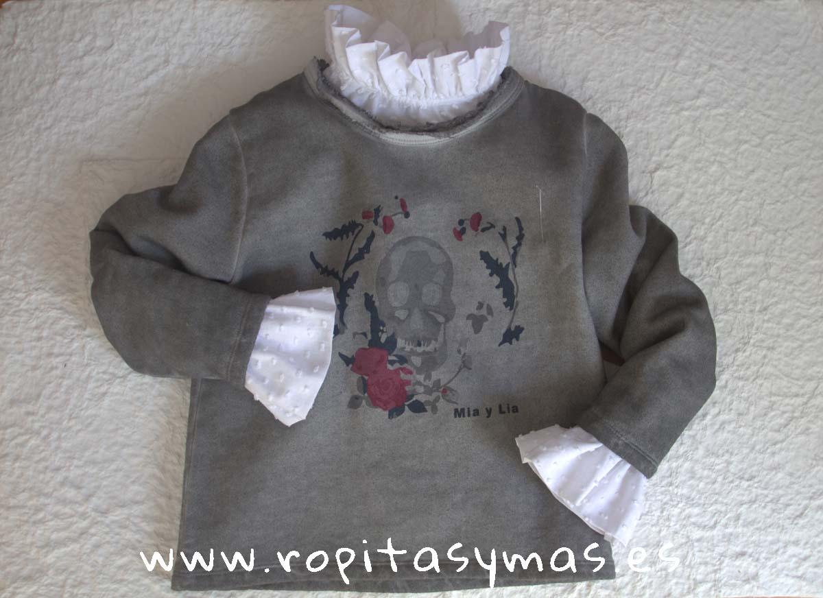 Sudadera gris calavera y Blusa blanca plumeti puños de MIA Y LIA