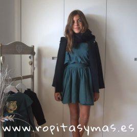Bufanda trenzada y borlas negro de MIA Y LIA, invierno 2018