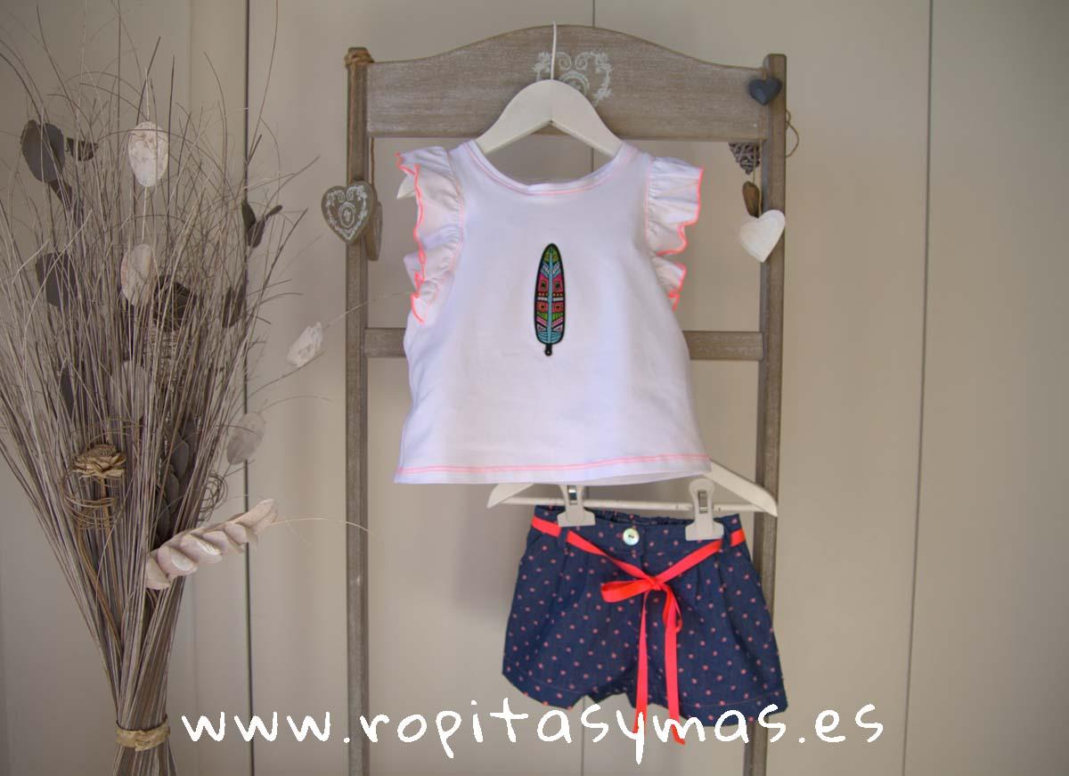 Camiseta blanca y Short azul topos naranjas FLÚOR de MAMI MARÍA