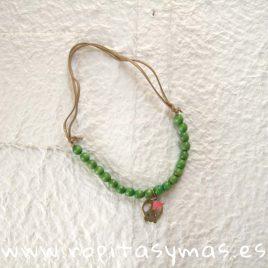 Collar verde de calavera y pompón rosa de MIA Y LIA, verano 2019