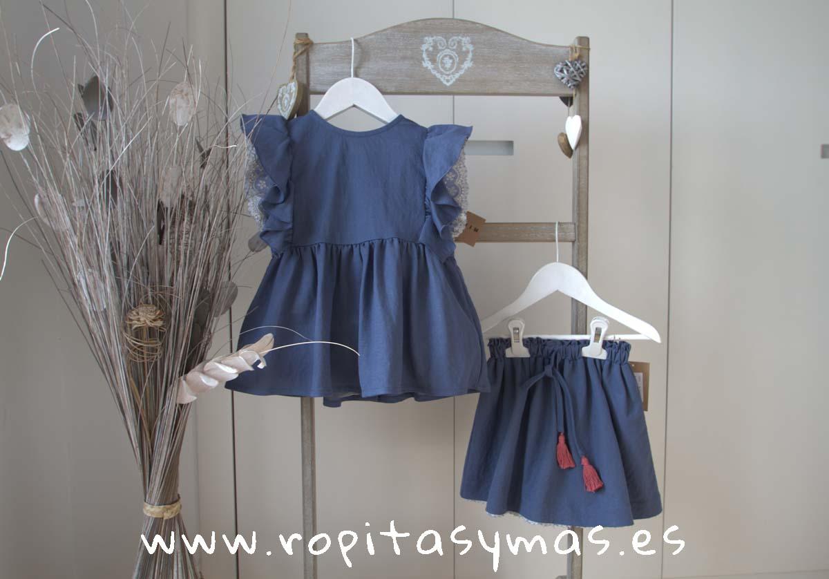 Blusón azul puntilla bordada y Falda azul tira bordada de MIA Y LIA