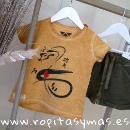 Camiseta mostaza SERPIENTE de MIA Y LIA, verano 2019