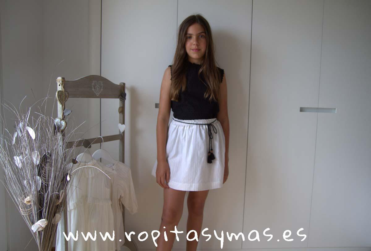 Blusa plumeti negra sin mangas y Falda blanca RAYAS DORADAS de MIA Y LIA