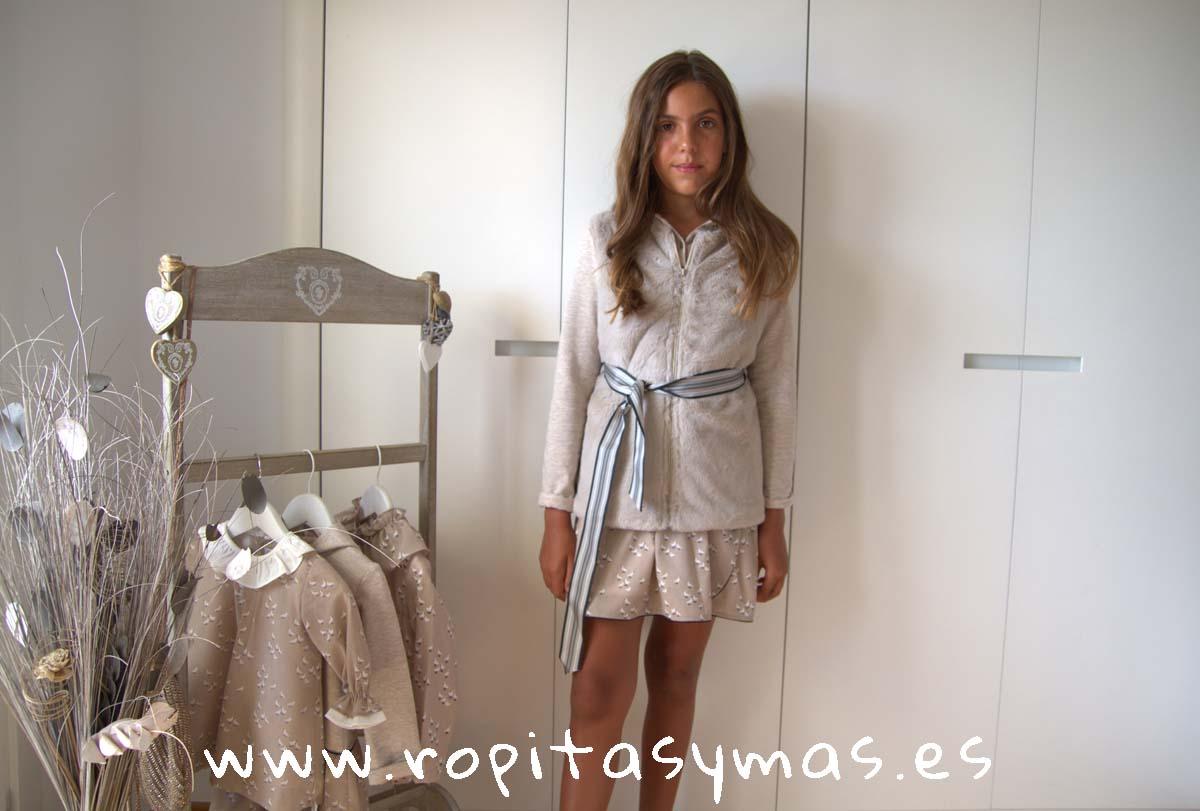 Vestido felpa capucha y Chaleco pelo beige PALOMAS de ANCAR