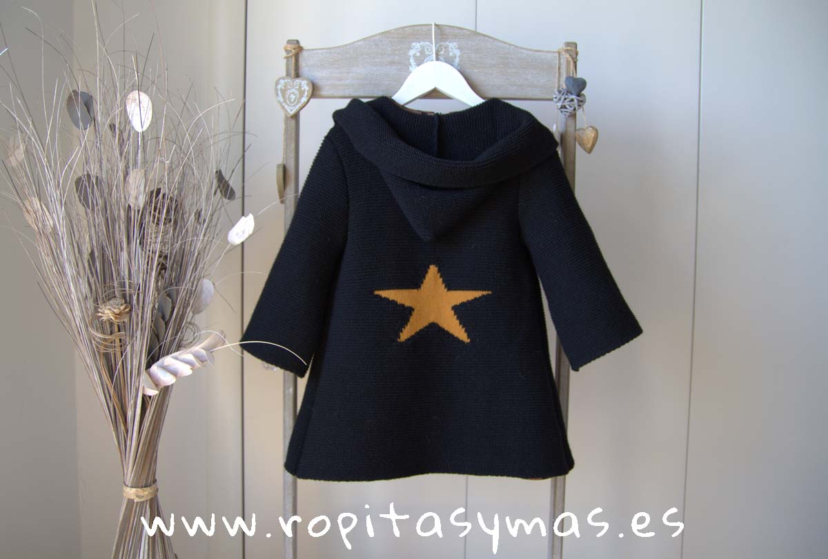 Chaqueta negra estrella mostaza con capucha de MIA Y LIA