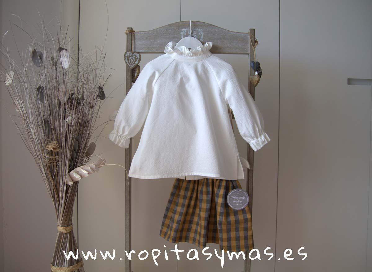 Blusa blanco roto ranglan de MIA Y LIA y Falda cuadros MOSTAZA de MON PETIT BONBON