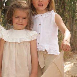 Blusa blanca volante abotonada de ANCAR, verano 2020