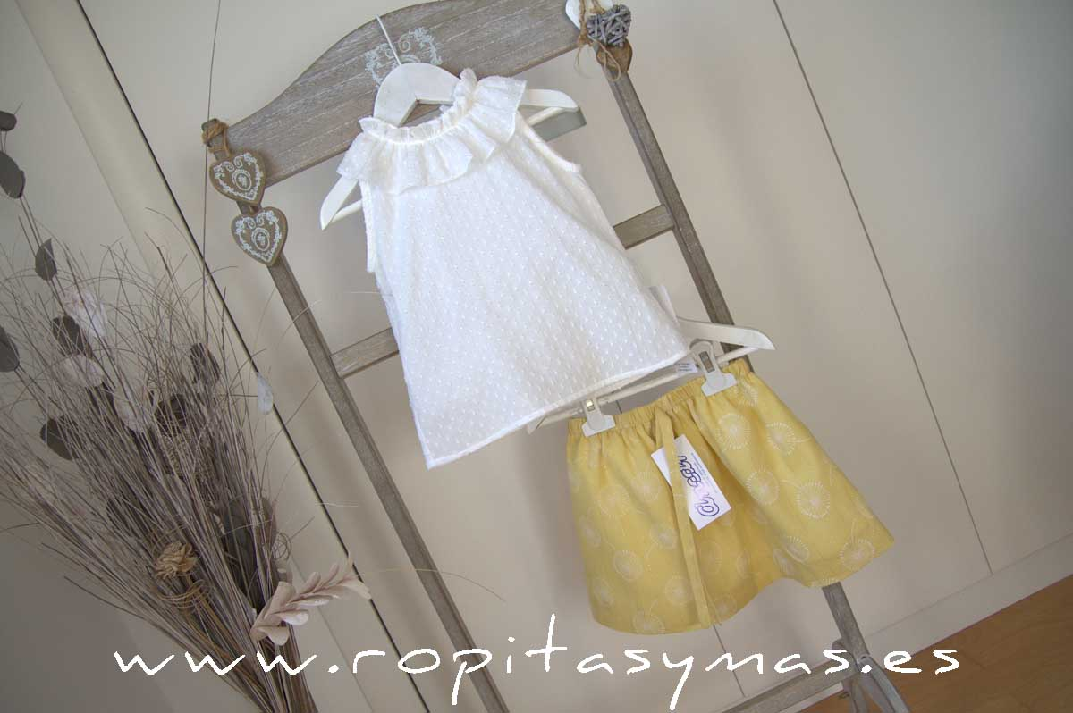 Camisa volante plumeti blanco y Falda mostaza de ANCAR
