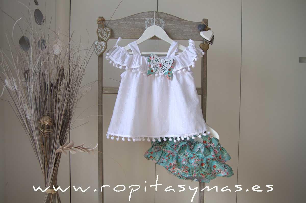 Blusa blanca volante y tirantes, y Short volantes floral ALHAMBRA de KAULI