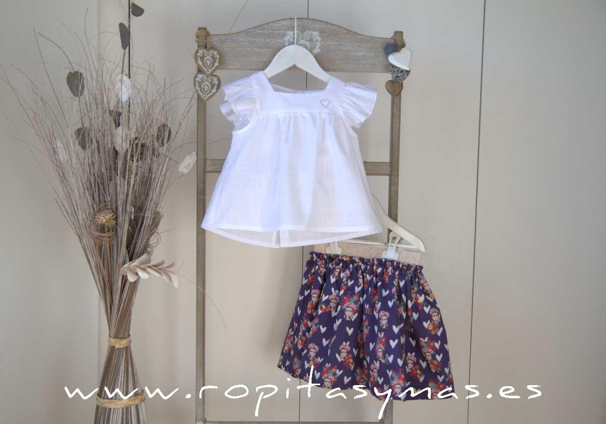 Blusa blanca PROVENZA y Falda fluida azulona FRIDA de MAMI MARÍA