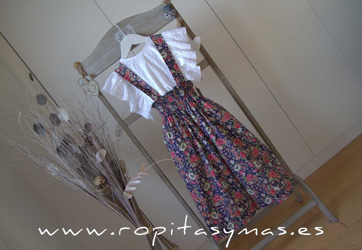 Pantalón floral marino tirantes de MIA Y LIA