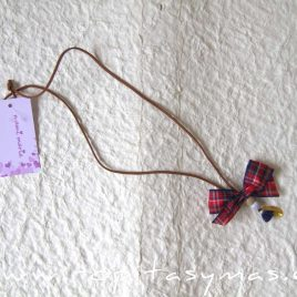 Collar lazo escocés azulón de MAMI MARIA