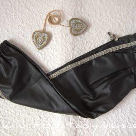 Pantalón negro YOUNG & CHIC GLITTER de KAULI, invierno 2020