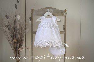 Conjunto bebé blanco bordado PASTEL de MARI CRUZ