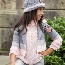 Cardigan gris y rosa capucha ALEGRÍA de KAULI, invierno 2021
