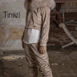 Cazadora asimétrica beige capucha TINSEL de BELLA BIMBA, invierno 2021