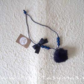 Collar pompón azul MARIÑA de NOMA, invierno 2021